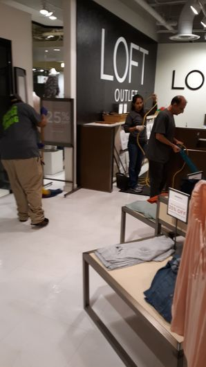 Retail Cleaning at New Orleans LOFT Outlet (1)