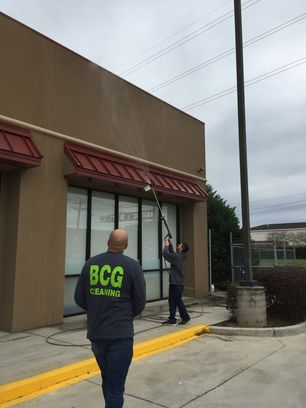 Commercial Pressure Washing Metairie FedEx Office (2)