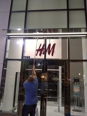 Window Cleaning for Metairie, LA H&M Retail Store (1)