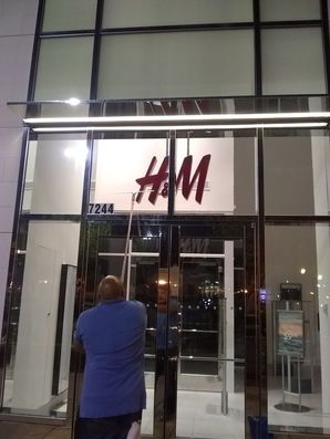 Window Cleaning for Metairie, LA H&M Retail Store (2)