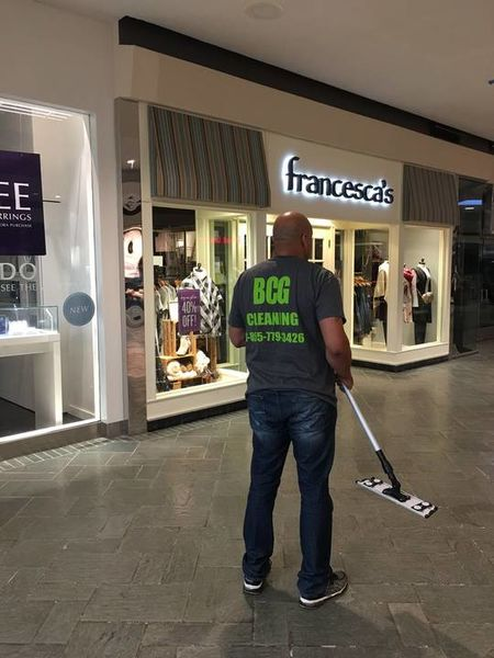 Retail Cleaning in Metairie, LA Mall (1)